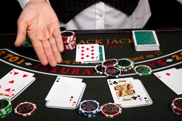 casino-dealer-job-on-oceangoing-vessel